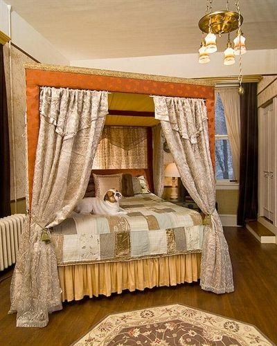 Bedroom curtain property textile cottage four poster bed sheet living room Suite bed frame window treatment lamp clothes