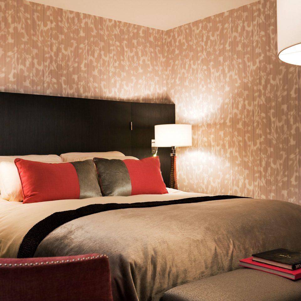 sofa Bedroom property Suite bed sheet cottage bed frame lamp colored