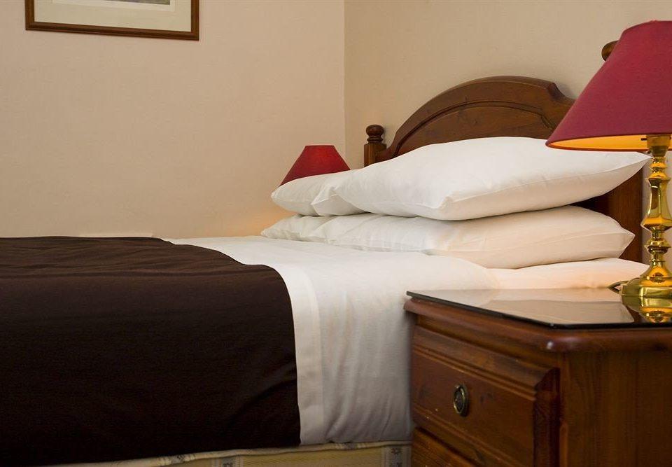 property Bedroom cottage bed sheet Suite bed frame lamp