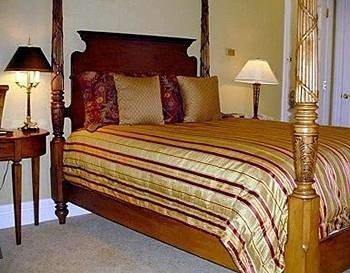 Bedroom property bed sheet lamp cottage hardwood bed frame Suite four poster