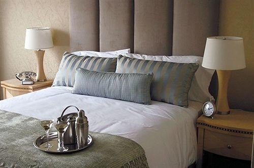 property Bedroom Suite cottage bed sheet bed frame studio couch living room lamp