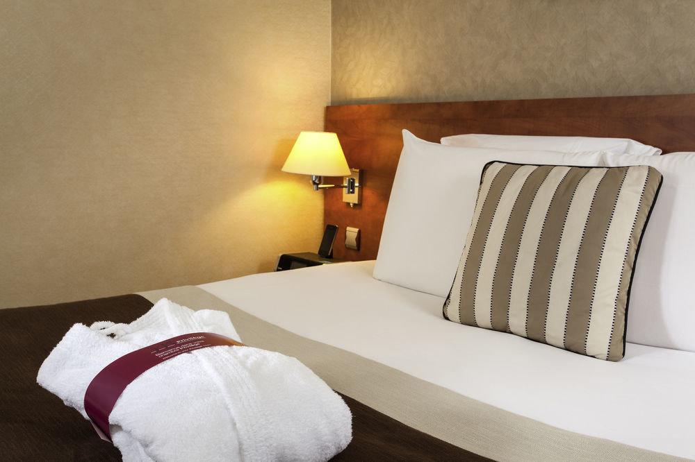 pillow property Bedroom cottage Suite bed sheet lamp bed frame
