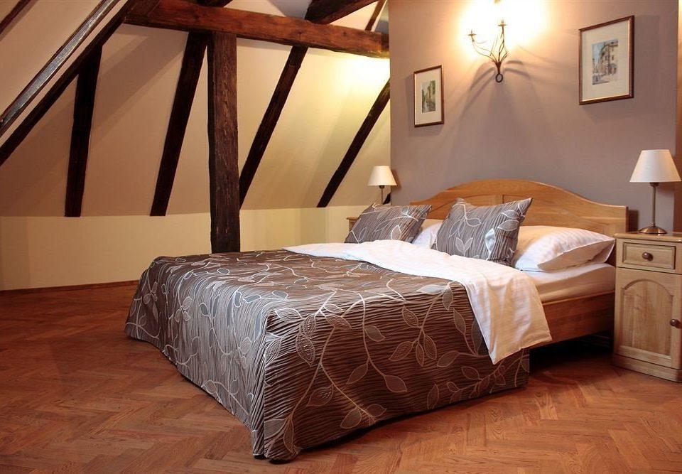 Bedroom property hardwood cottage bed frame Suite wood flooring bed sheet