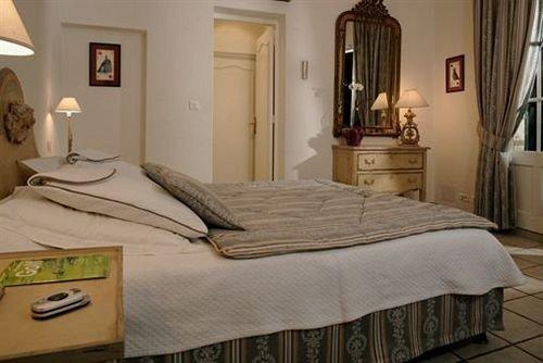 Bedroom property cottage hardwood Suite home bed frame bed sheet