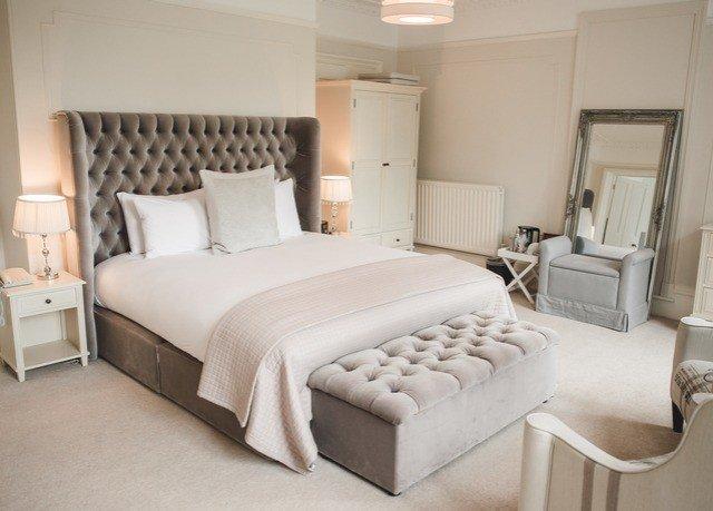 property Bedroom bed frame Suite bed sheet cottage living room