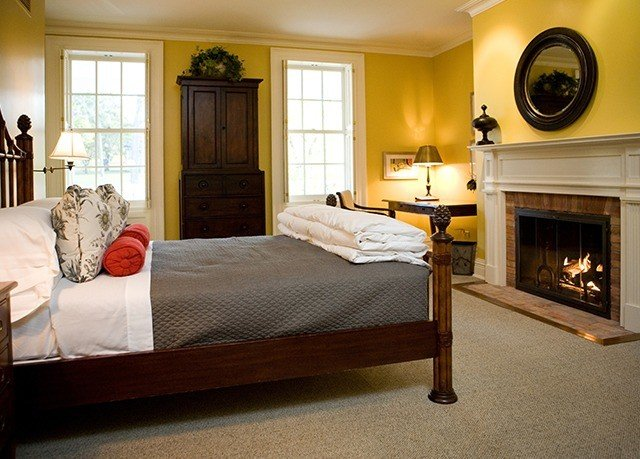 Bedroom property living room home hardwood Suite cottage bed frame bed sheet