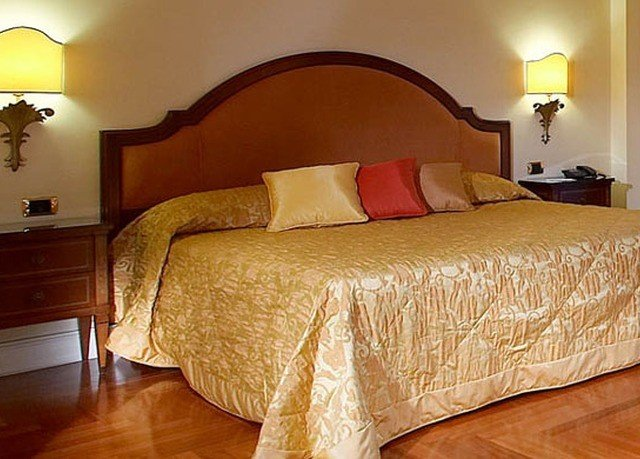 sofa property yellow Bedroom Suite hardwood cottage bed sheet bed frame lamp