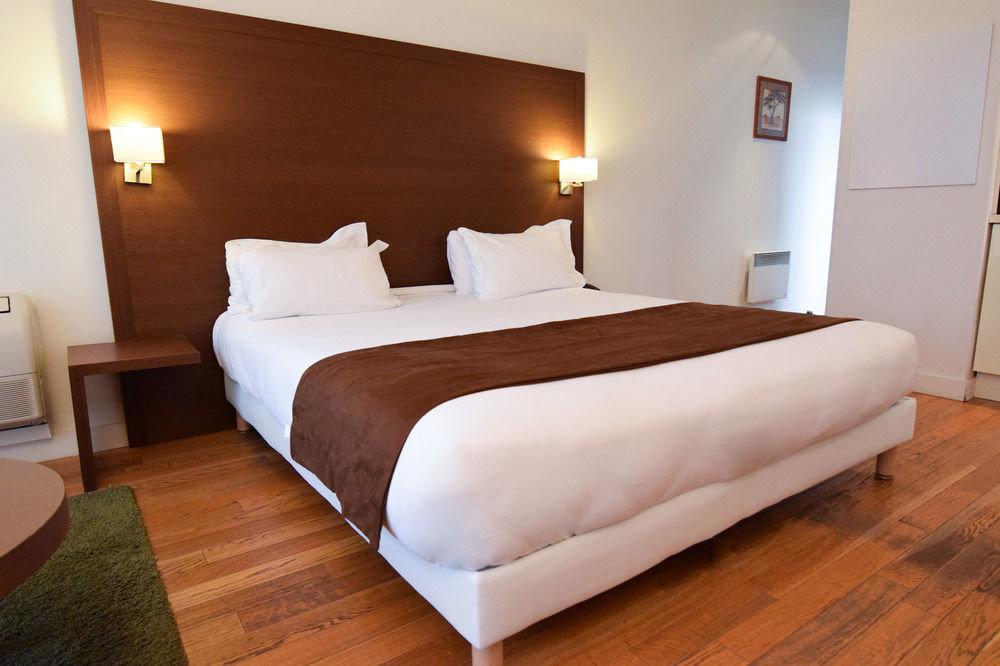 Bedroom property Suite hardwood bed frame bed sheet cottage