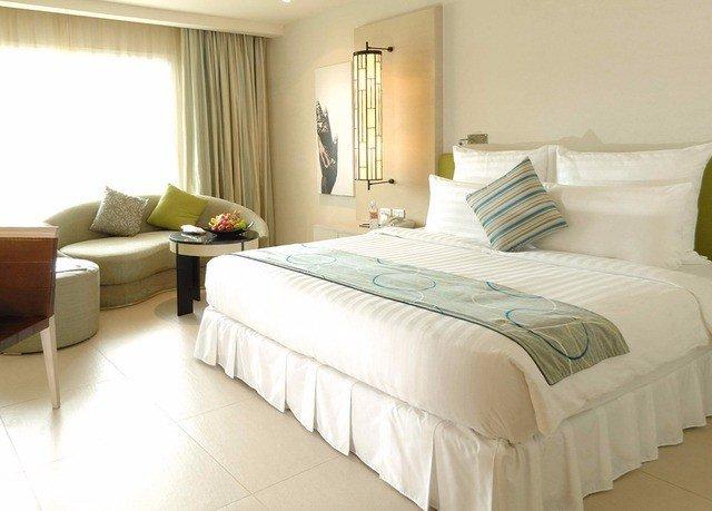 Bedroom sofa property Suite bed frame green cottage bed sheet lamp tan