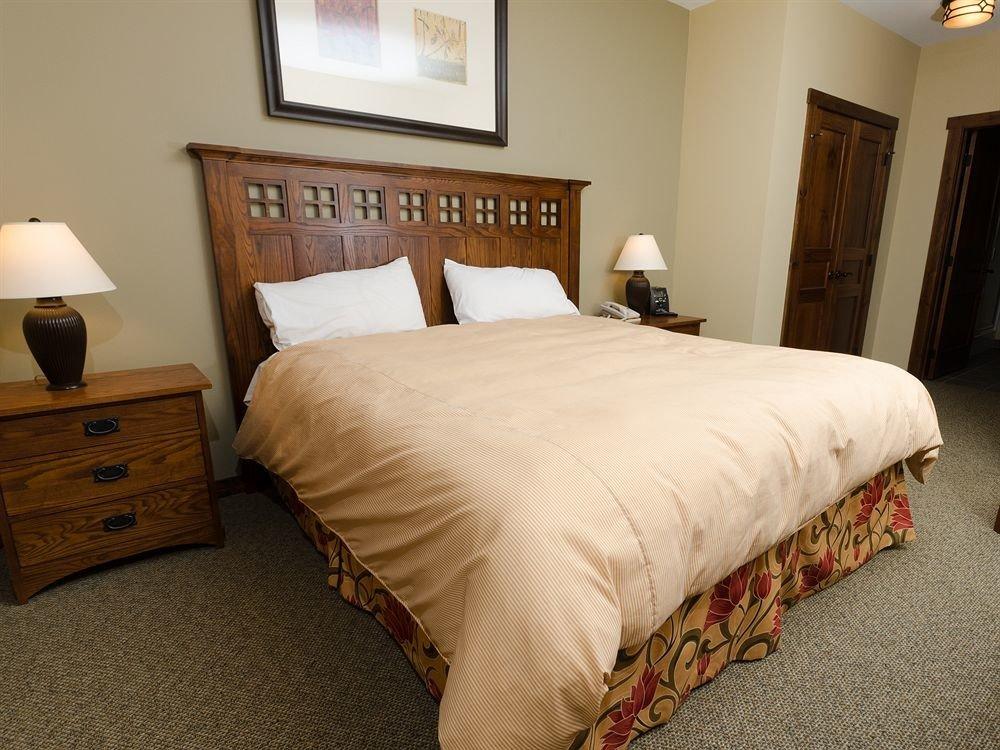 Bedroom property Suite cottage bed sheet hardwood bed frame