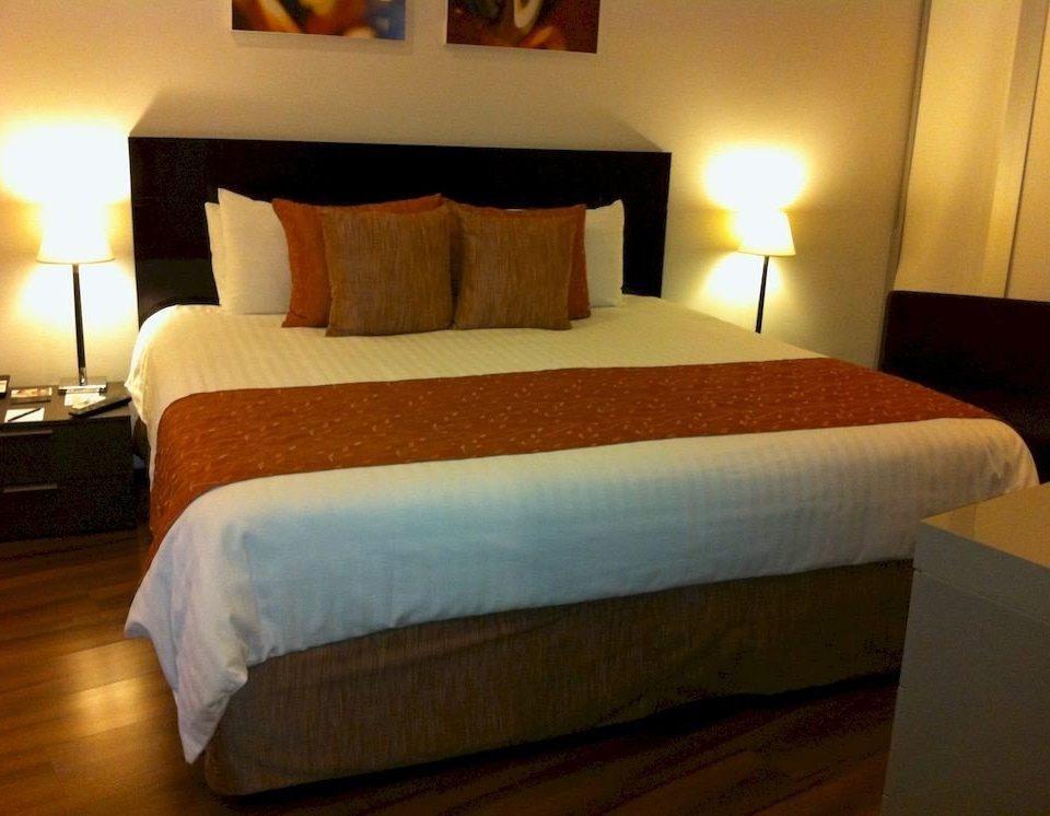 Bedroom property Suite cottage hardwood bed sheet bed frame lamp night