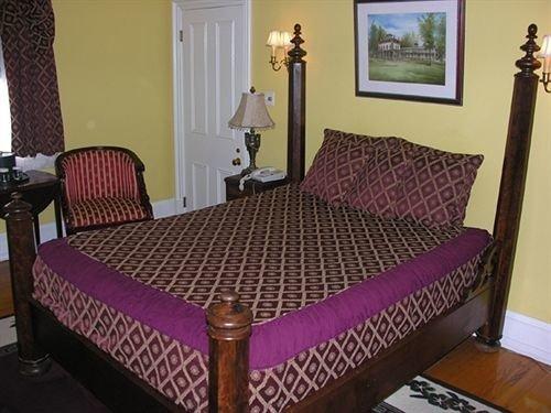 property Bedroom cottage bed sheet bed frame Suite lamp