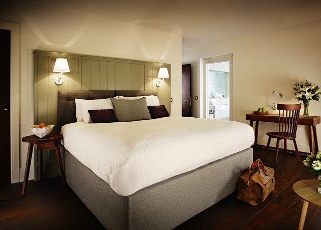 sofa Bedroom chair property Suite cottage bed frame bed sheet living room lamp