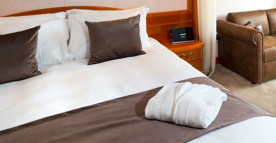 Suite duvet cover bed sheet hardwood Bedroom orange bed frame cottage flooring pillow studio couch textile lamp