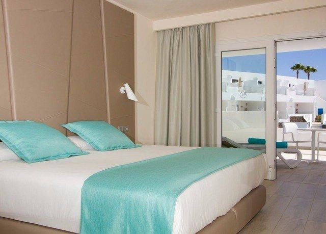 sofa Bedroom property green Suite bed sheet bed frame cottage lamp