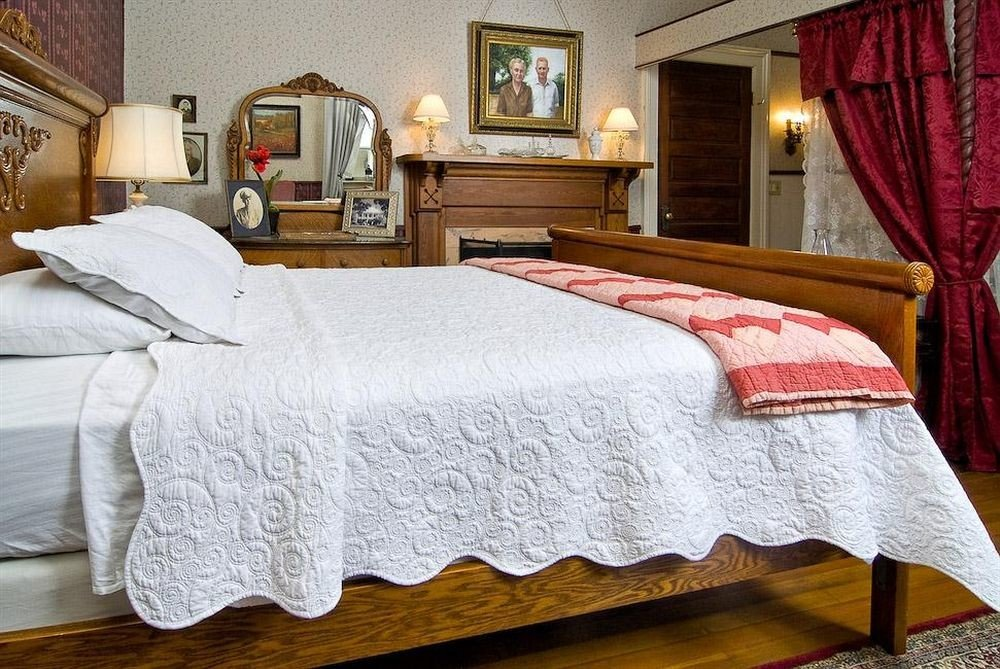Bedroom curtain bed sheet duvet cover textile pillow hardwood cottage bed frame material Suite