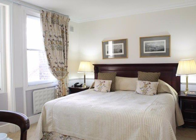 sofa Bedroom chair property cottage Suite home living room bed frame