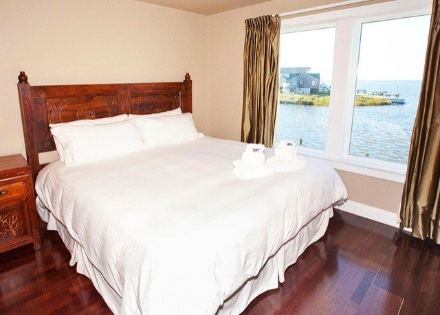 Bedroom property wooden Suite cottage bed frame