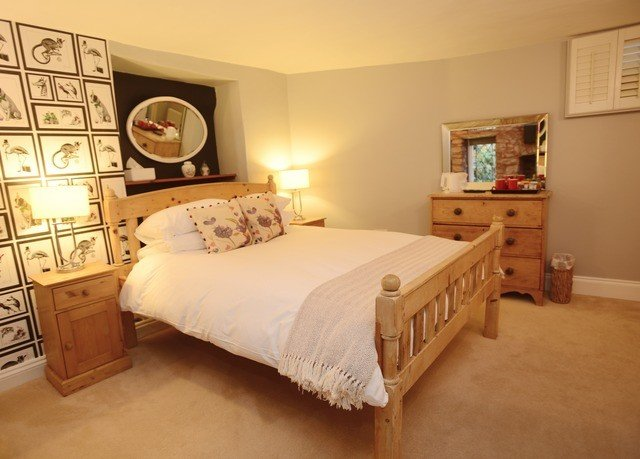 Bedroom property cottage hardwood bed frame Suite lamp