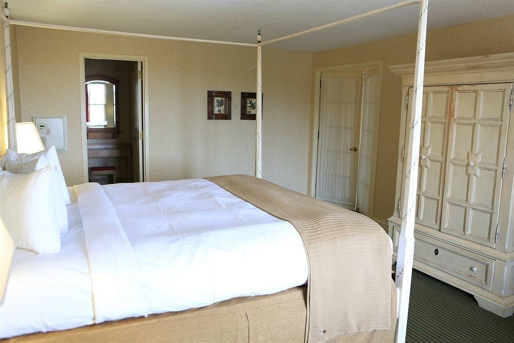 Bedroom property cottage Suite bed frame