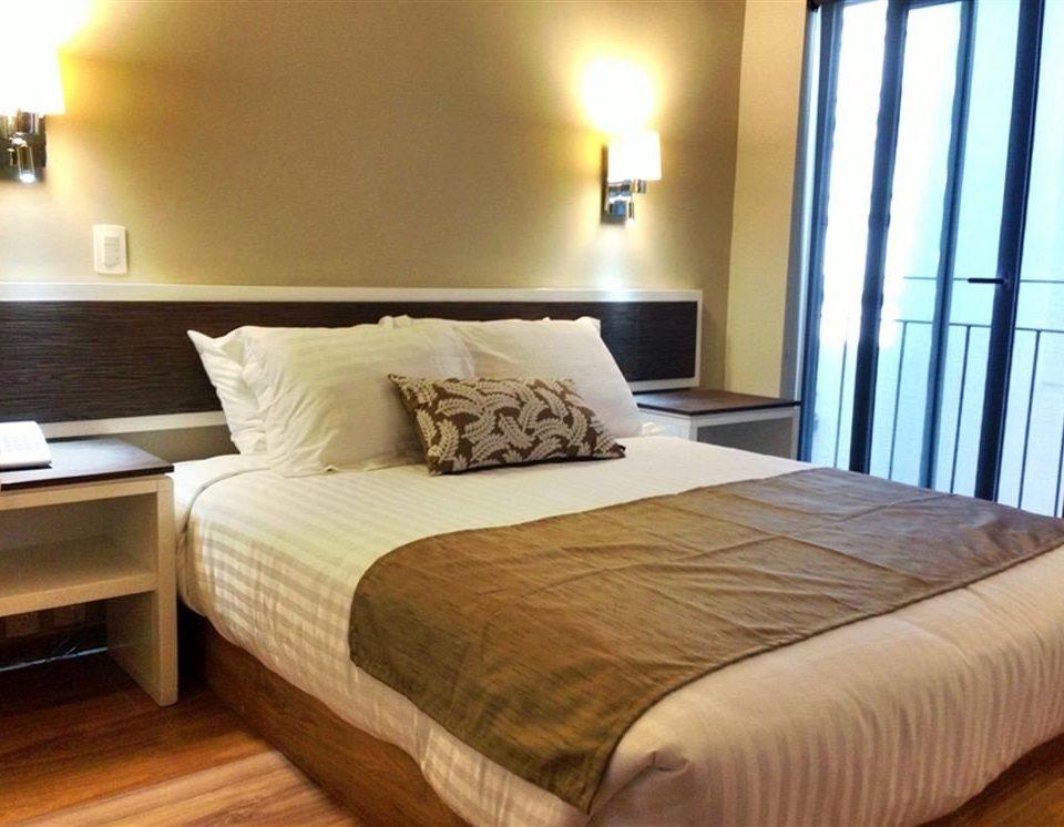 Bedroom property Suite cottage bed frame lamp