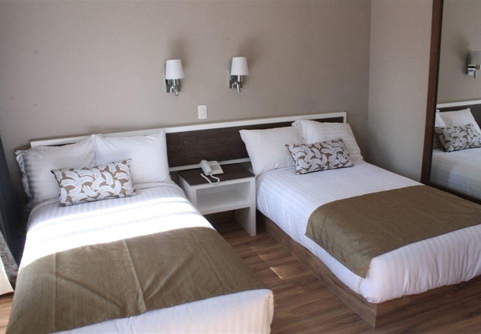 Bedroom property cottage Suite bed frame lamp