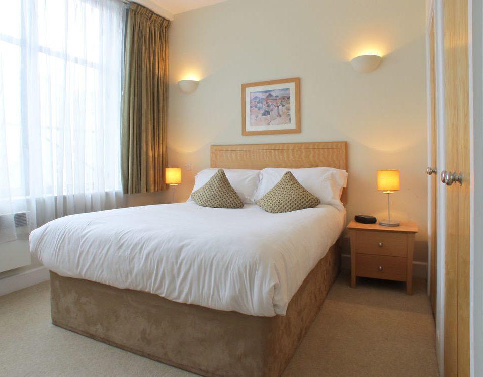 Bedroom property Suite cottage bed frame lamp night