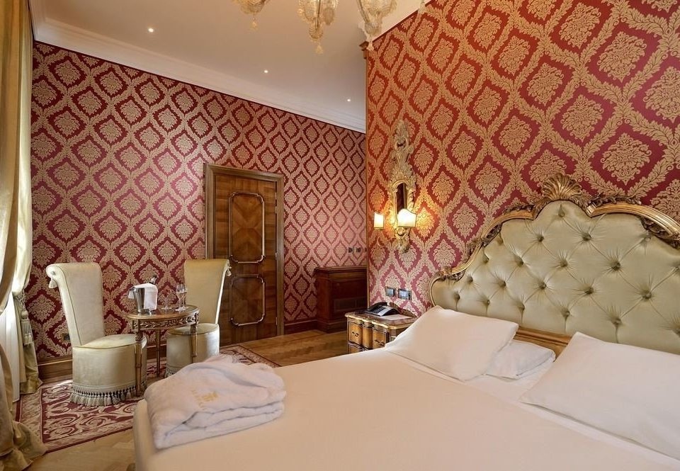 property Suite Bedroom cottage bed sheet living room bedclothes