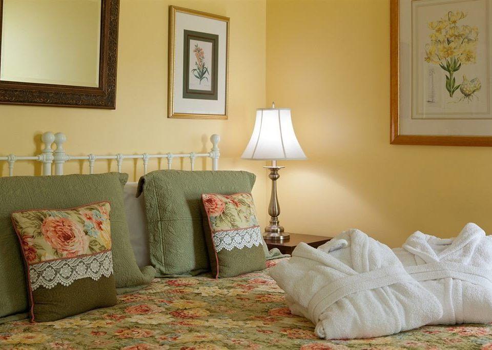 sofa pillow Bedroom property cottage home lamp living room blanket bed sheet Suite nice orange painting