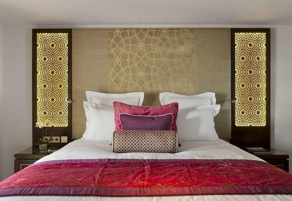 red Bedroom pillow Suite bed sheet cottage blanket living room