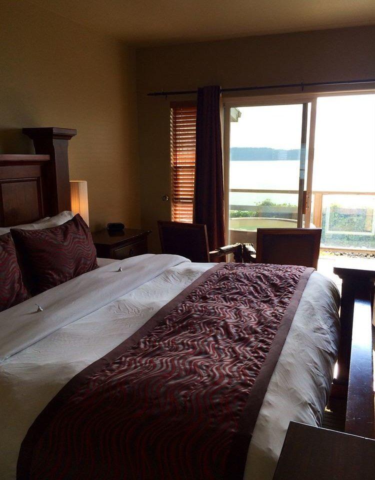 sofa Bedroom property pillow Suite home cottage blanket bed sheet