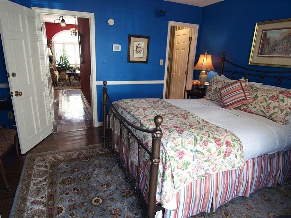 Bedroom property cottage Suite bed sheet colorful