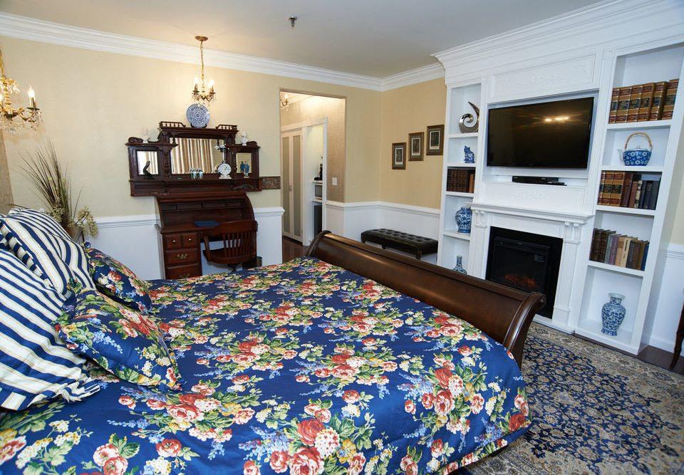 sofa Bedroom property home cottage living room bed sheet Suite rug colorful