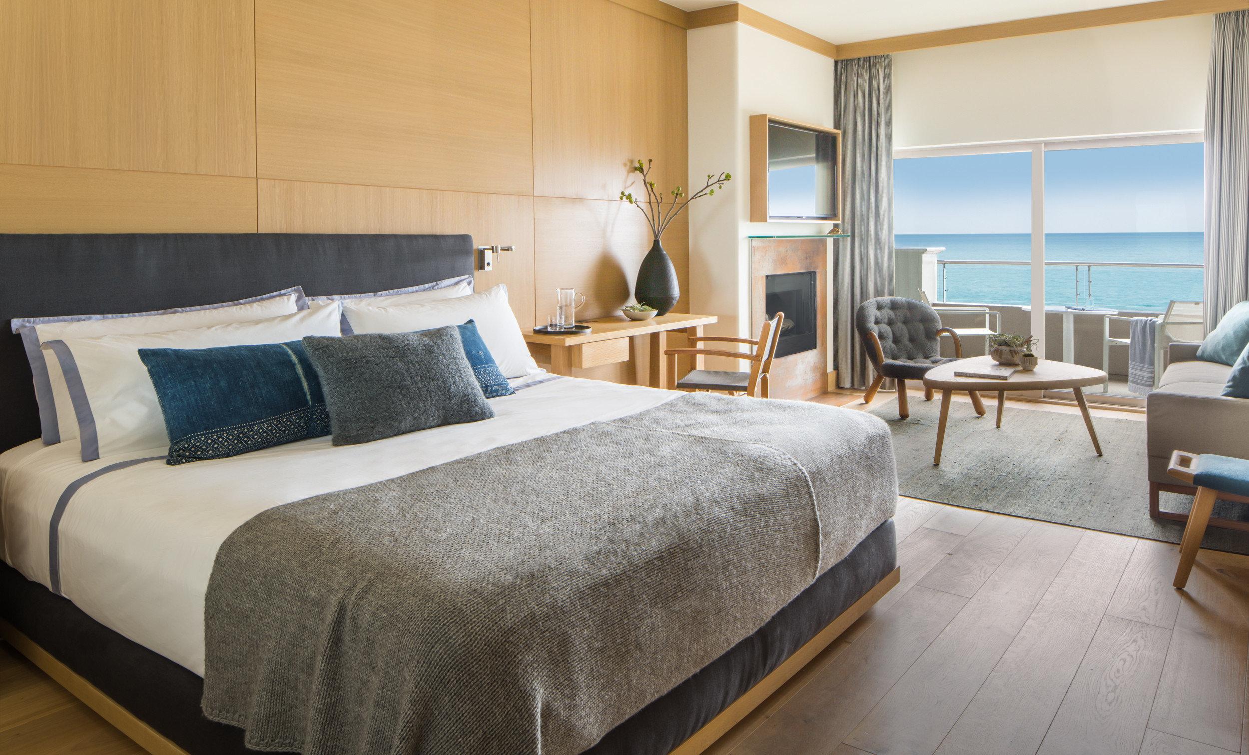 Bedroom property Suite cottage home bed sheet condominium
