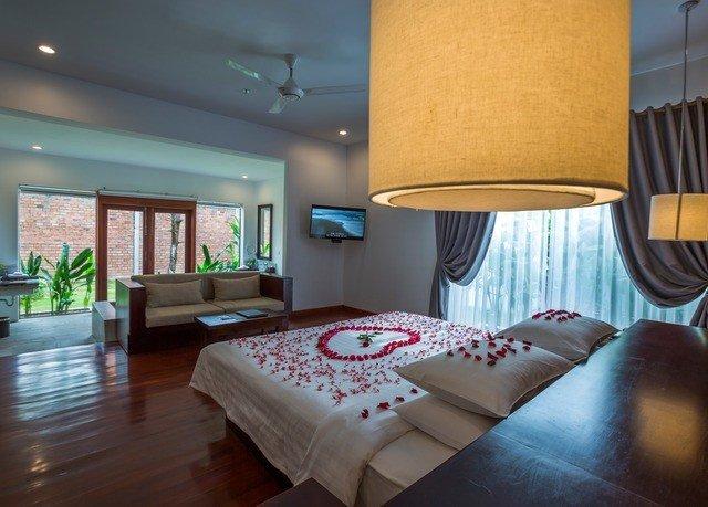 property Bedroom Suite condominium bed sheet living room