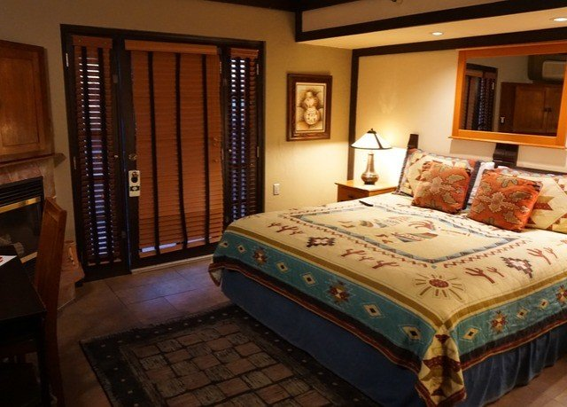 property Bedroom Suite bed sheet cottage lamp