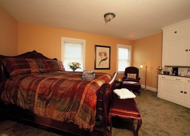 sofa Bedroom property home cottage hardwood living room Suite bed sheet