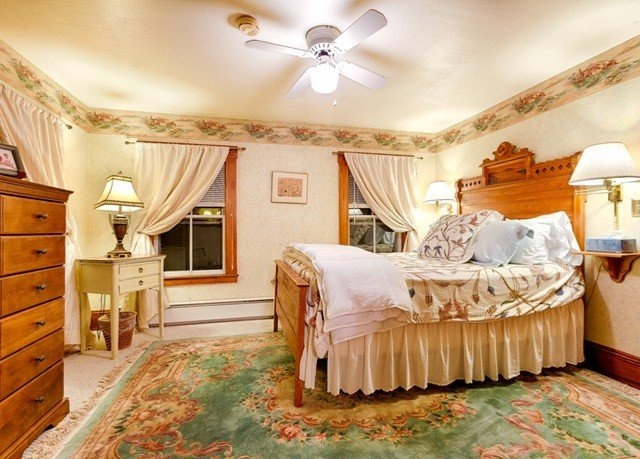 Bedroom property cottage Suite living room bed sheet mansion