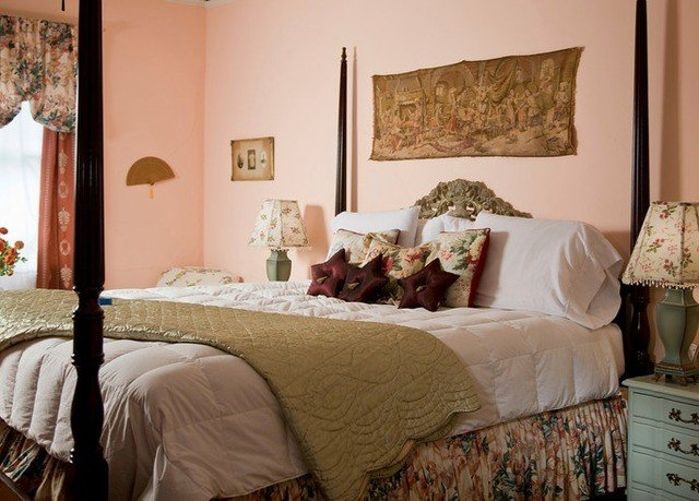 Bedroom property scene home living room Suite bed sheet cottage