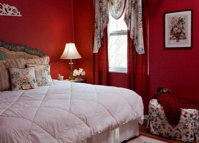 sofa Bedroom property red cottage pillow Suite bed sheet orange