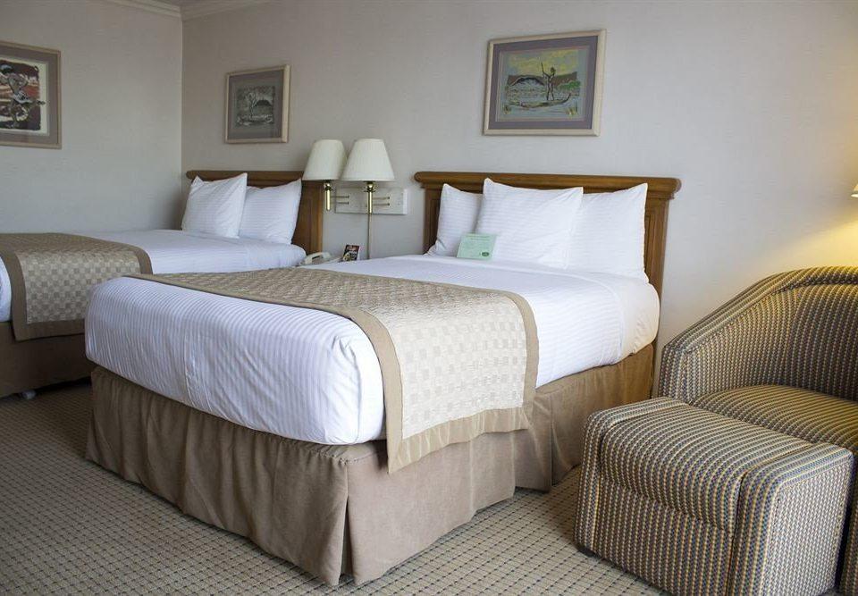 Bedroom property Suite cottage bed sheet lamp tan