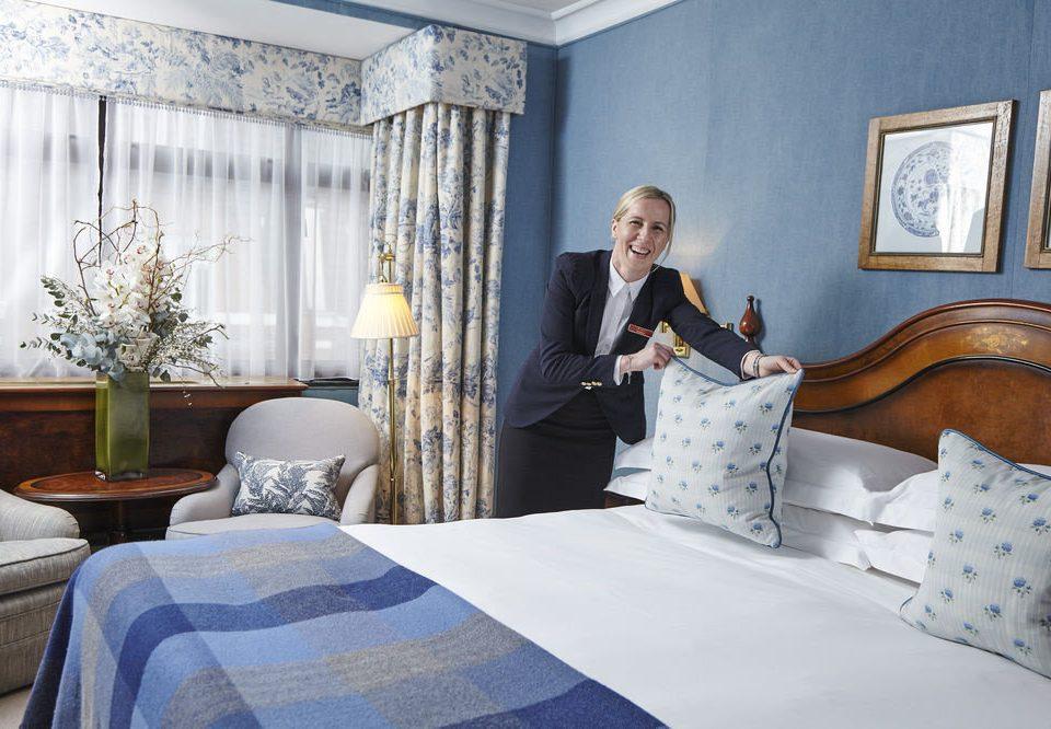 Bedroom property scene home cottage Suite bed sheet textile mansion living room