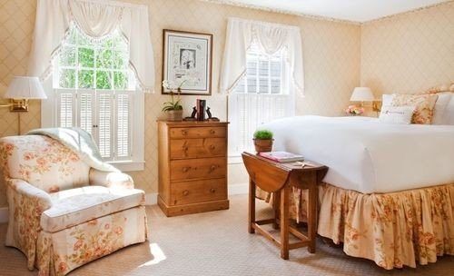 property living room Bedroom cottage home hardwood Suite bed sheet farmhouse