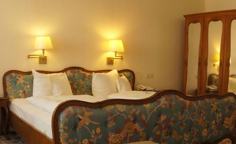 property Suite Bedroom cottage bed sheet lamp