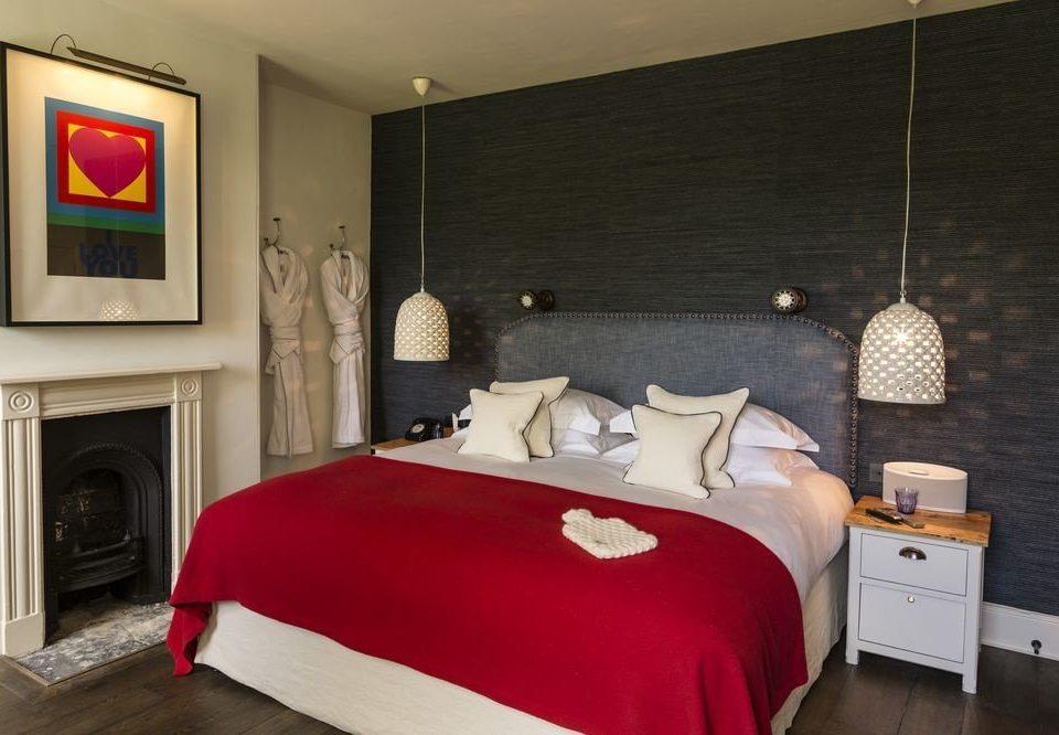 Bedroom property red Suite cottage living room bed sheet