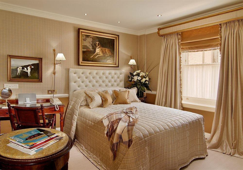 property Bedroom Suite living room home cottage bed sheet