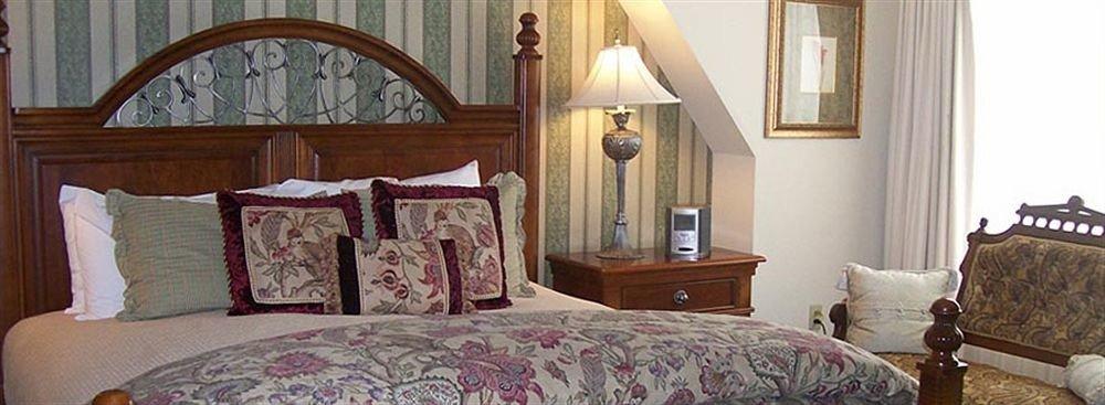 property Bedroom cottage home farmhouse Suite mansion bed sheet
