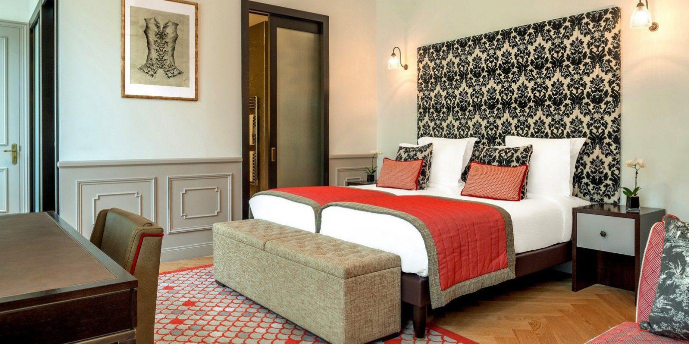 Bedroom property Suite red living room cottage home bed sheet