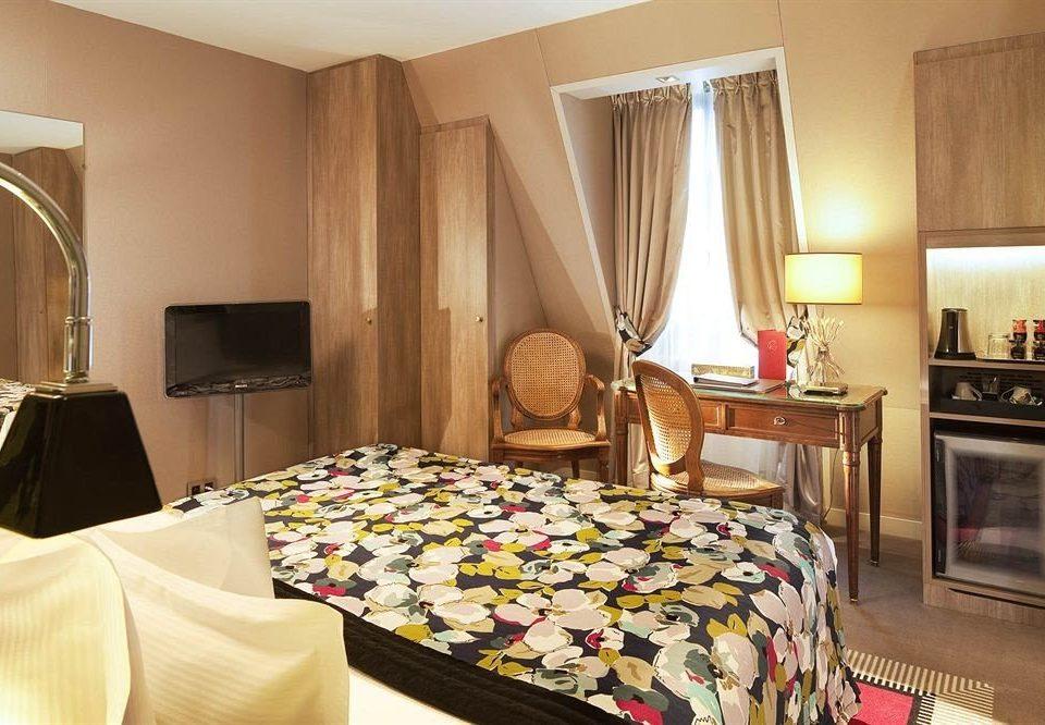 property Suite Bedroom home cottage bed sheet