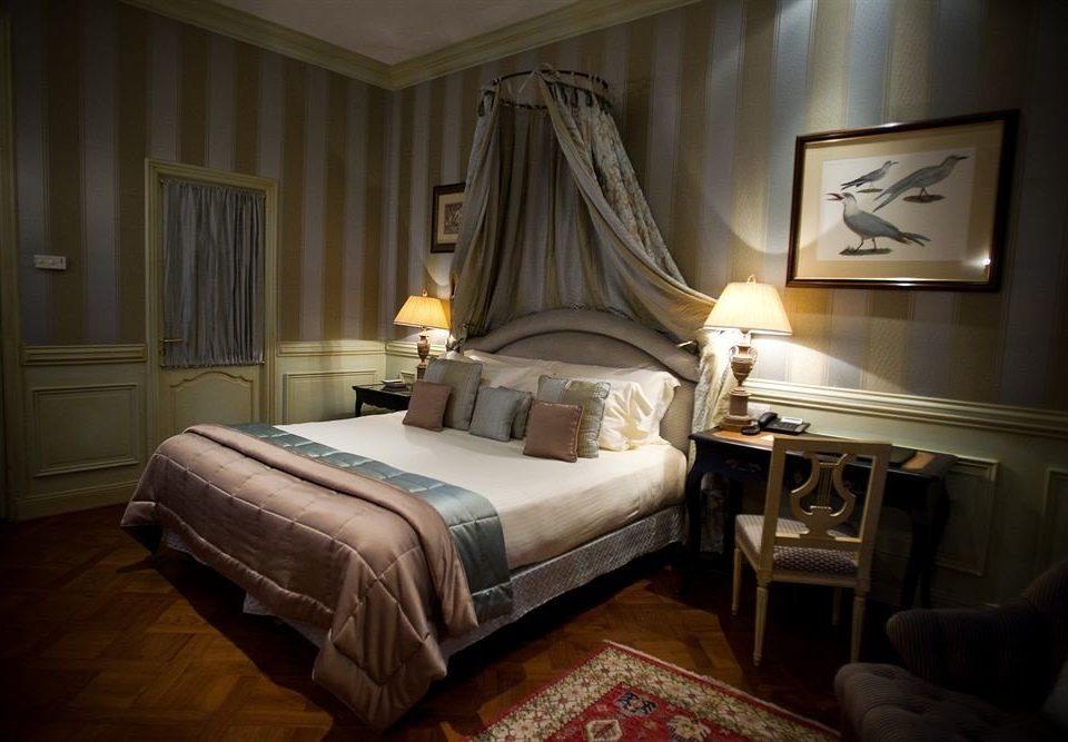 Bedroom property Suite living room home cottage bed sheet mansion